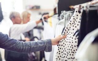 Jak ubierać się modnie i nie przekraczać budżetu?