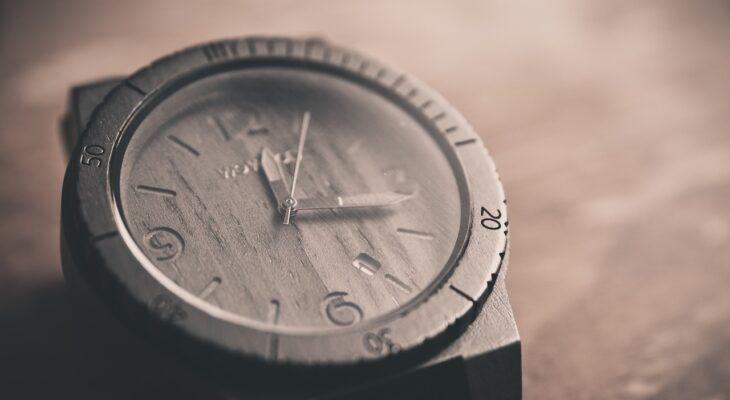 Dlaczego zegarek damski na pasku, a nie na bransolecie?